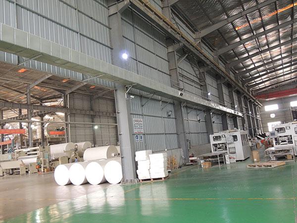 工业用蒸发式冷风机则可以很好的解决夏季厂房高温问题