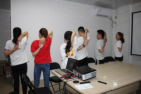 全体员工一起学习互动