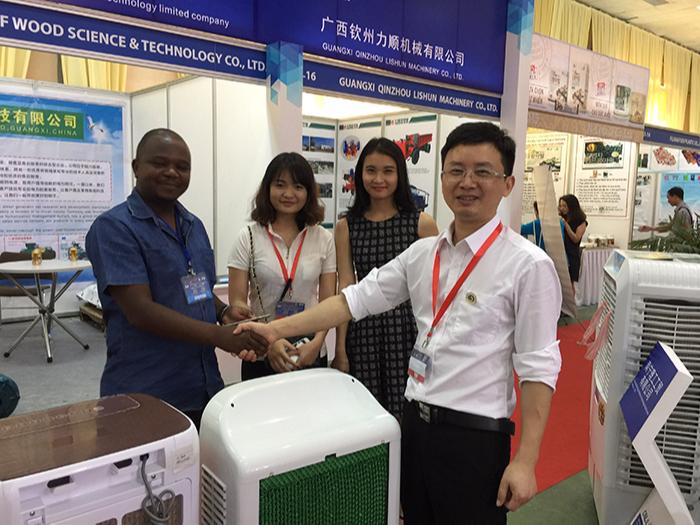 越南展会现场理工环保空调受到客户青睐