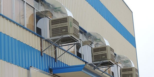 铁棚厂房如何降温?用[ZLG理工]冷风机可提高工作效率
