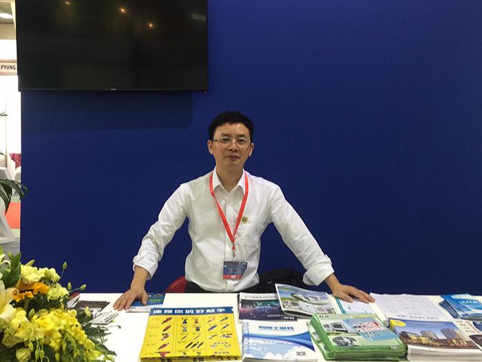 理工公司陈经理在越南博览会现场
