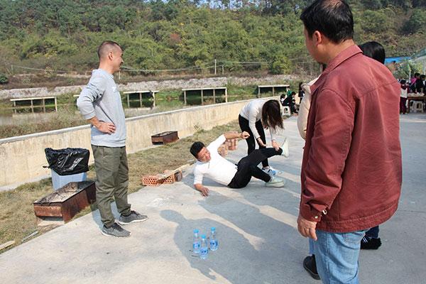 ZLG理工公司员工取水比赛